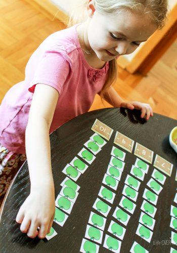 15 fun apple themed activities in this Apple Preschool & Kindergarten Pack. Counting, matching, small/large and much more!