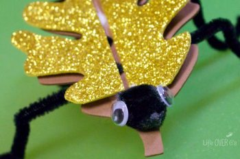 These creepy crawly crafts with leaves are so much fun! What a great addition to a unit about bugs!