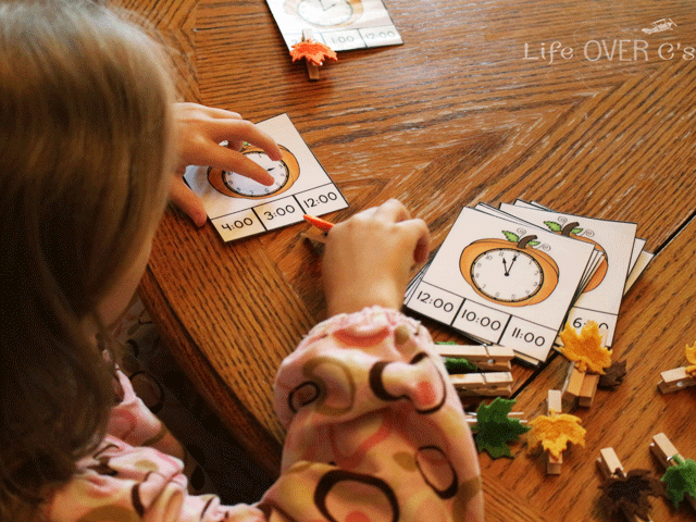 Have fun using these free printables for telling time this fall!