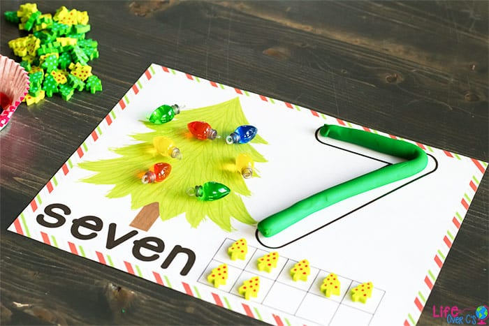 FREE Christmas Tree Play Dough Counting Mats for numbers 1-10 - these super cute Christmas printables are great to helppreschool, and kindergarten age kids practice counting during December with this fun hands-on learning activity for kids. Perfect for math centers, to make learning a game, number recognition, Christmas theme, and more! #playdough #numbermats #kindergarten