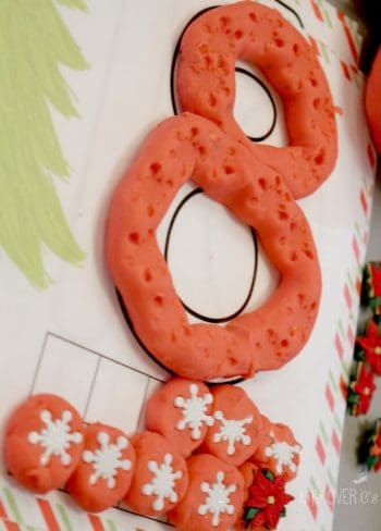 These FREE Christmas tree play dough mats are so versatile!! Great for preschoolers and kindergarteners who are learning their numbers. Great for 1st graders who are working on addition! Practice different ways to make the numbers, form the numerals, read the number words and more!