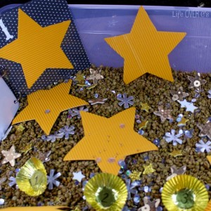 Create a glittery star sensory bin for your preschoolers! Then make a book and use the sensory bin for counting! Learning and fun in one activity is a winner for me!