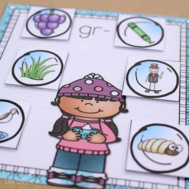 This free word work printable for practicing beginning blends is simply adorable! I love how the kids can match the snowballs to the different winter pictures!