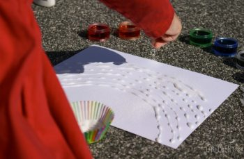 Build fine-motor skills with this great rainbow art activity for preschoolers!