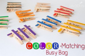 Make a color matching busy bag with just a few supplies. A great way to learn colors and practice fine-motor skills!