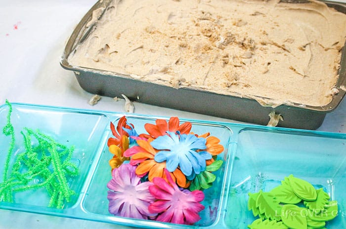 Learn colors, count, and practice fine motor skills with flower sensory play for preschoolers!