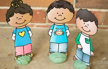 Use these cute kids to teach friendship skills. Part of a free friend play dough set!