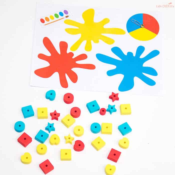 These free color sorting mats are so adorable! Perfect for preschoolers learning their colors!