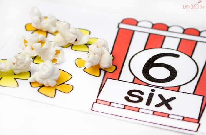 These free printable popcorn counting mats are so adorable! What a fun way to practice counting 1-10! And you can serve snack at the same time!