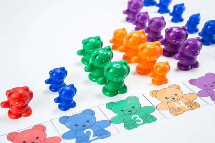 Counting to 10 is so much fun with these rainbow bear counters and printable preschool pack.