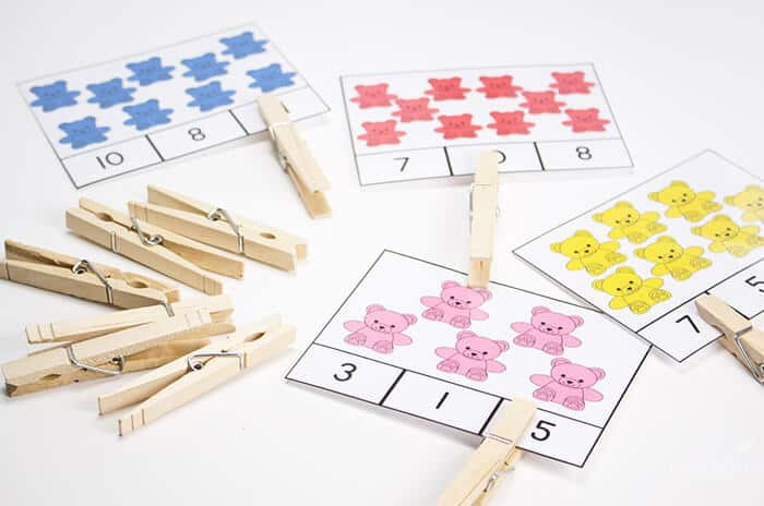 Counting to 10 clip cards included in the bear counters preschool pack.