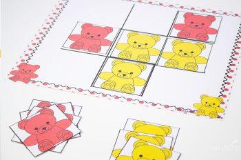 Play tic-tac-toe with preschoolers using this rainbow bear preschool mega pack.