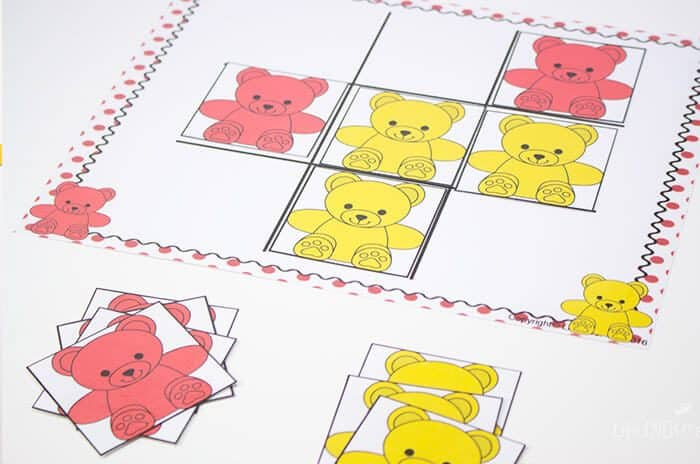 Play tic-tac-toe with preschoolers using this rainbow bear preschool mega pack.