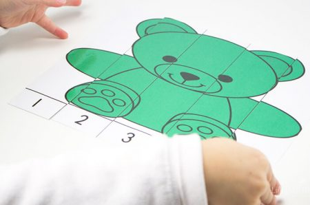 Count to 5 with the puzzles in this rainbow bear counter preschool pack.