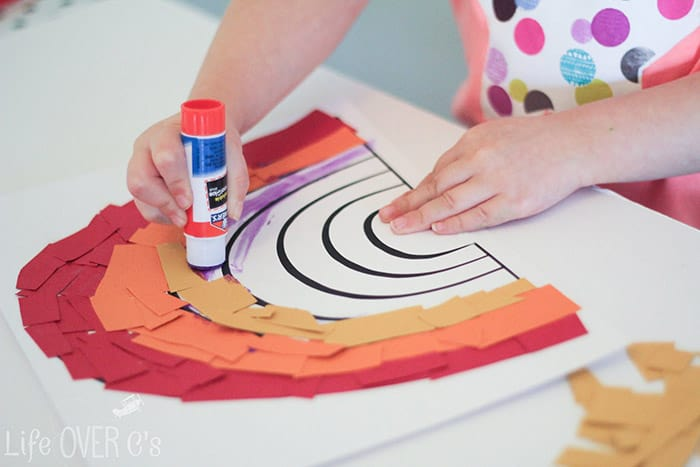 This rainbow craft for preschoolers is a great way to work on fine-motor skills while creating something beautiful for spring!
