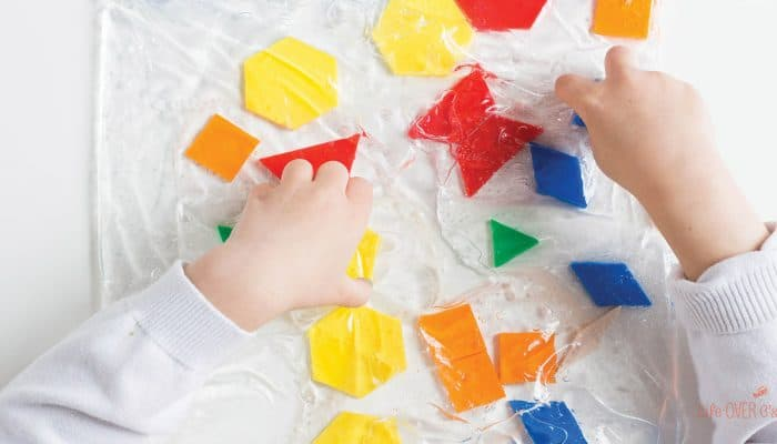 We love pattern blocks! This pattern block sensory bag is a great way to explore shapes and work on fine-motor skills with the kids!