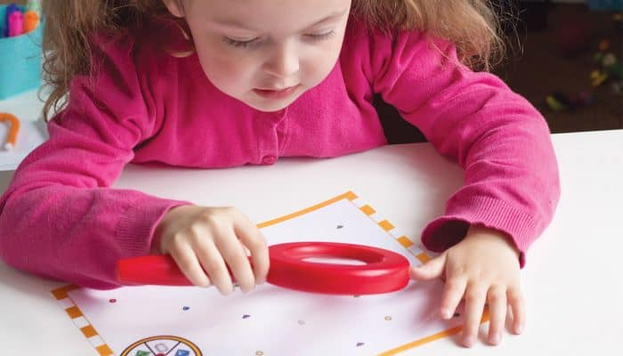 Learning colors is so much fun with this magnifying glass color game for preschoolers! A free printable for identifying and matching colors with the fun of a magnifying glass!