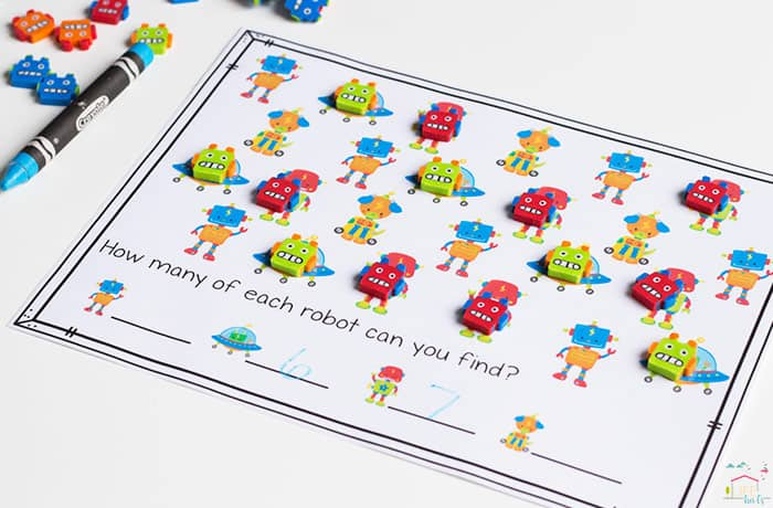 Do you love Dollar Spot mini erasers? This robot mini-eraser activity pack for preschoolers is full of great math activities! Counting, sorting, matching, patterns and more!
