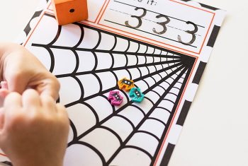 Create a fun spider themed math activity for your kindergarteners with this free printable Spider Roll and Count mat. Pair it up with your favorite dice and spider mini erasers for a great way to practice counting.