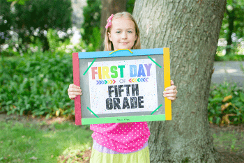Free printable first day of school sign for kids.