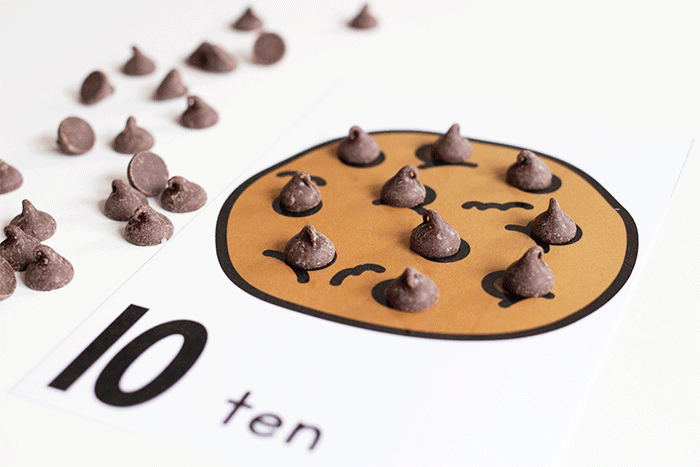 Practice counting to 10 with these free printaable chocolate chip counting cards for preschool.