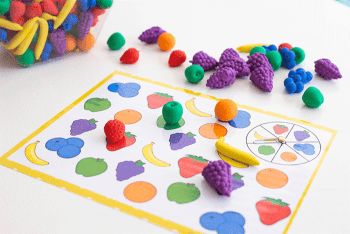 Free printable fruit games for preschoolers. Preschool activities for sorting and matching.