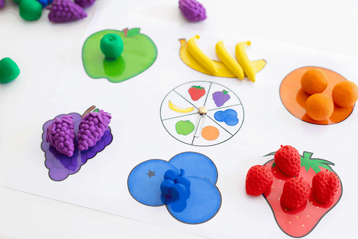 Fruit sorting game for preschoolers. Sort colors with preschoolers.