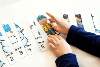 winter counting activities for preschoolers. Free printable winter theme puzzles for counting 1-5 and 1-10.