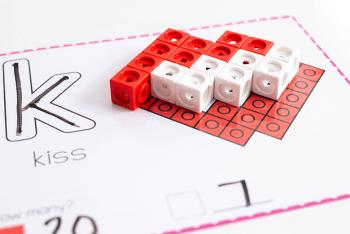 Free printable Valentine snap cube fine motor mats for kindergarten.