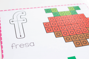 Free printable Spanish Valentine snap cube mats for fine motor practice.
