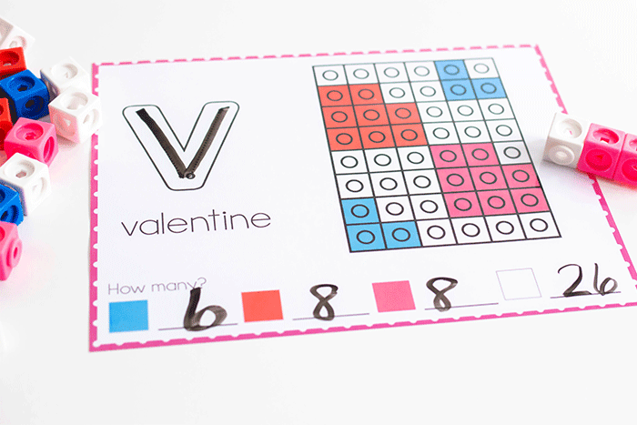 Free printable fine motor Valentine themed snap cube activities for kindergarten.
