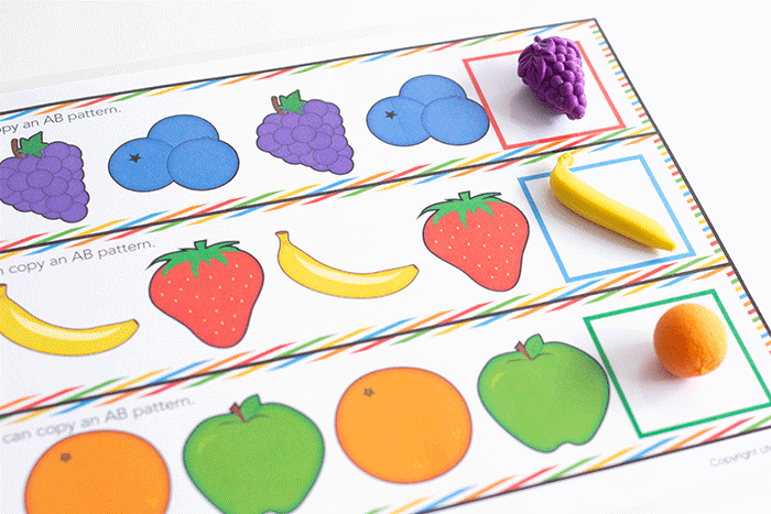 Fruit patterns for kindergarten math centers. Continue an AB pattern by adding the correct fruit math counter to the end of the fruit pattern.