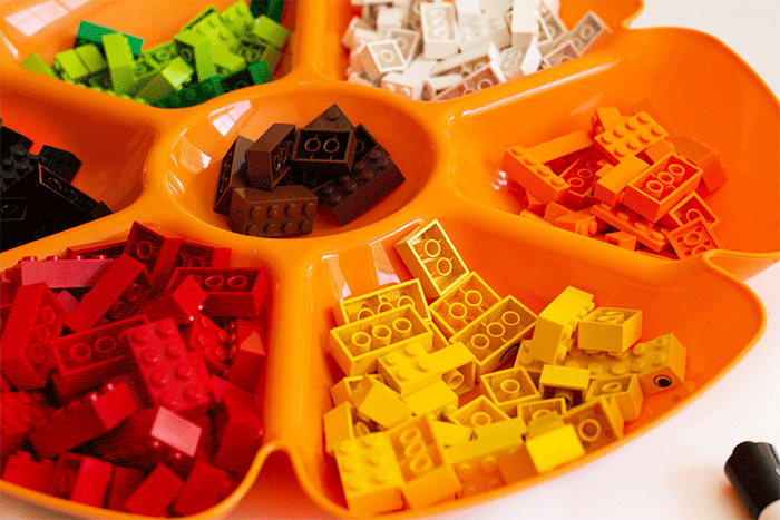 Sorting tray with LEGO for fall fine motor mats