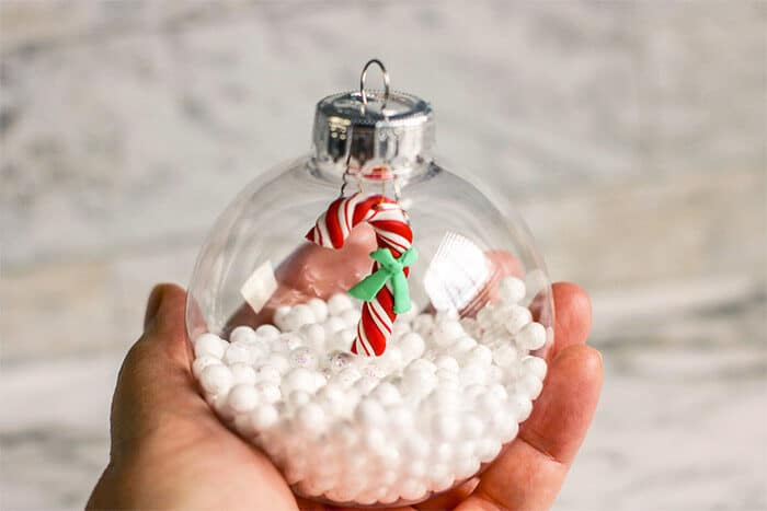 Easy DIY Christmas ornament craft for preschoolers!