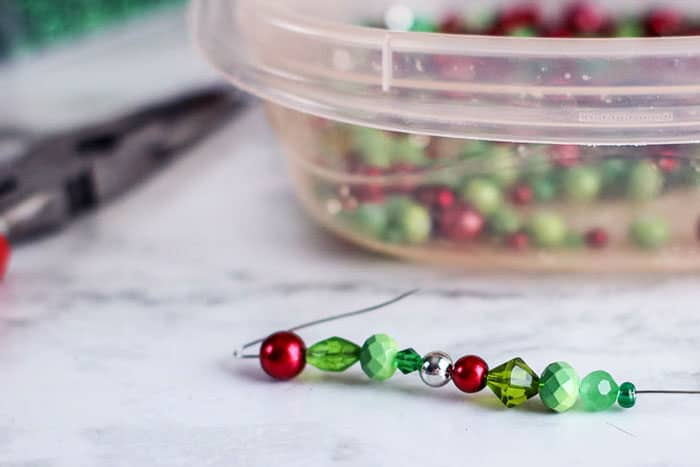 Create a bead pattern on this Christmas wreath bead ornament for Christmas trees