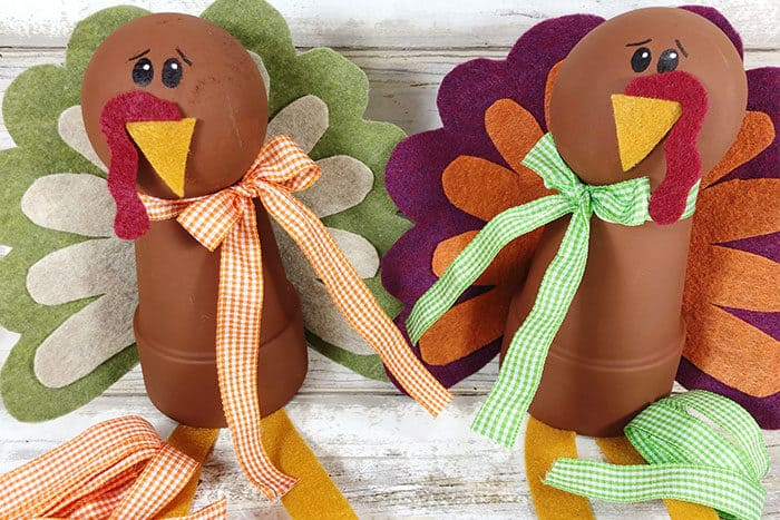 Simple felt turkey craft for kids to do for Thanksgiving. Use the clay pot turkeys for decorations, gifts, place settings and more!