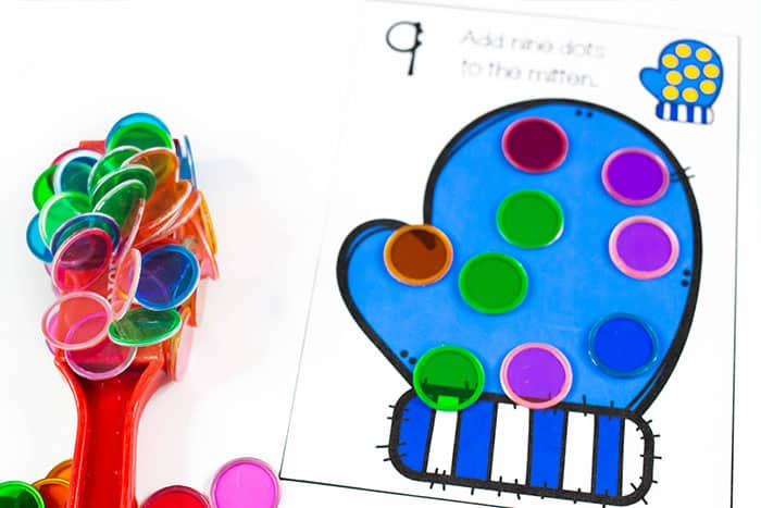 Use magnetic counters to make dots on this free printable mitten counting activity for preschoolers