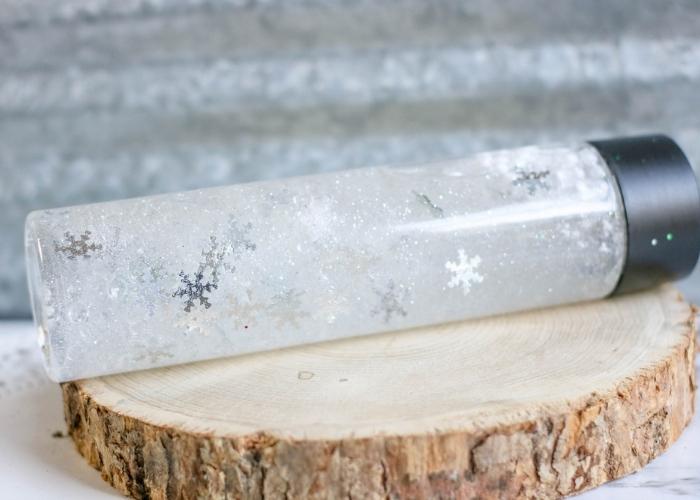 Snow sensory bottle craft for kids.