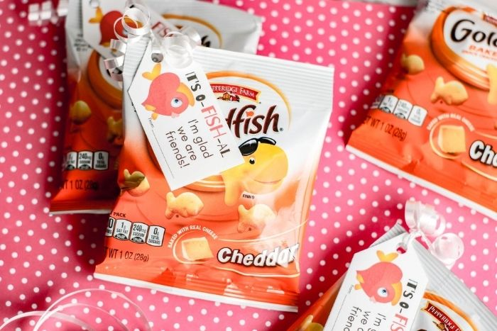 The finished Printable Goldfish Valentine Cards for Kids.