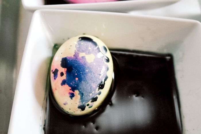Marbling an Easter egg.