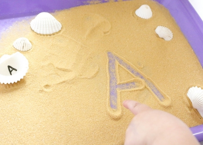 A child drawing the letter